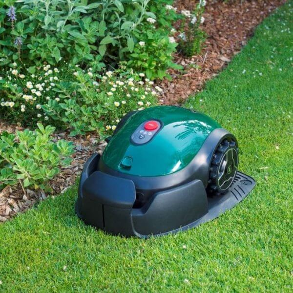 Robomow RX-model – Robotmaaier op gras in basisstation